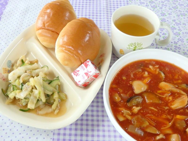 バターロール 鶏と夏野菜のトマト煮
